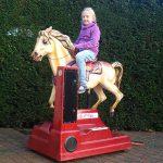 kiddy-ride kind paard rijden